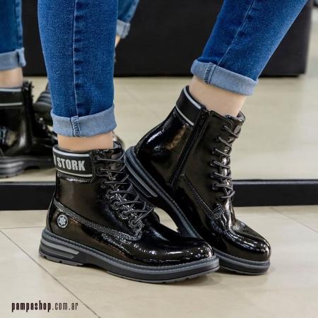 Si buscas un #Borcego original este modelo es para vos 😍 Se llama Ana y es de #LadyStork confeccionado en charol y con tobillera acolchonada, lo amamos 🖤   🔥 25% DE DESCUENTO 🔥 👉 Aprovecha JULIO comprando con el #CódigoPromocional 25OFF en la #TiendaOnline  👉 💳 6 CUOTAS SIN INTERÉS   www.pampashop.com.ar   #invierno2021  #botasmujer #calzadomujer  #zapateria